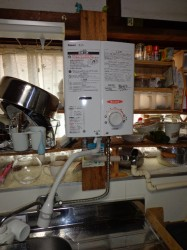 リンナイ製ガス瞬間湯沸かし器RUS-V51YT(WH)