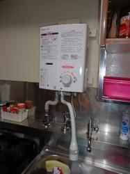 リンナイ製小型湯沸し器RUS-V51YT(WH)