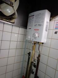 リンナイ製小型湯沸し器RUS-V53YT(WH)